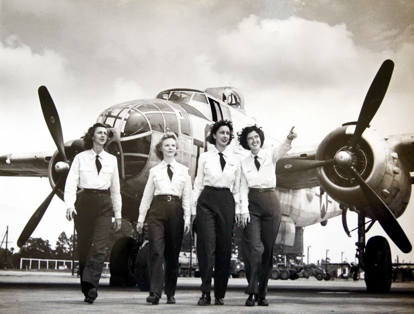 Women Wasp pilots.jpg